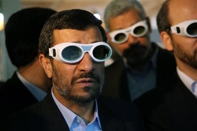 Ahmadindjad, Iranian leadership watches Avatar 3D