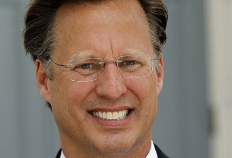 David Brat Seems Pretty Okay for a Tea Bagger, Move away from the image slowly, no sudden moves.<br />Try to ease your finger toward minimize.