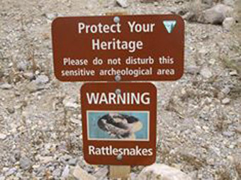 WARNING Rattlesnakes sign