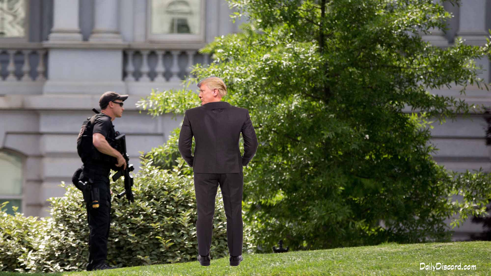 A Secret Service agent stands on the North Lawn at the White House in Washington, Friday, May 20, 2016, as the White House is placed on lockdown after there are reports of shots fired near West Executive Ave. and Pennsylvania Ave. (AP Photo/Andrew Harnik)